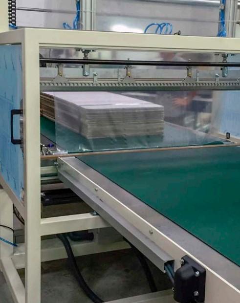 упаковка коробок - листов в термоусадочную пленку